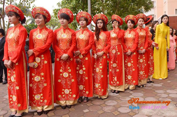 cho-thue-ao-dai-bung-qua-11